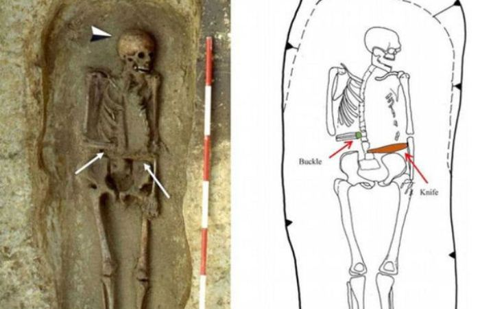 Скелет с ножом вместо руки