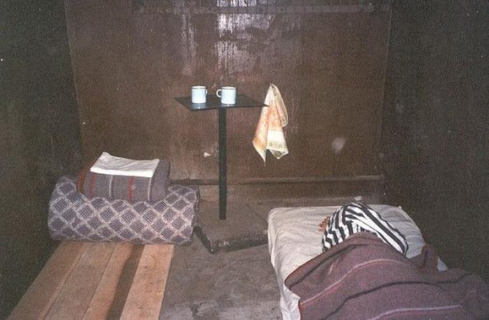 Тюремная камера в отеле Кароста