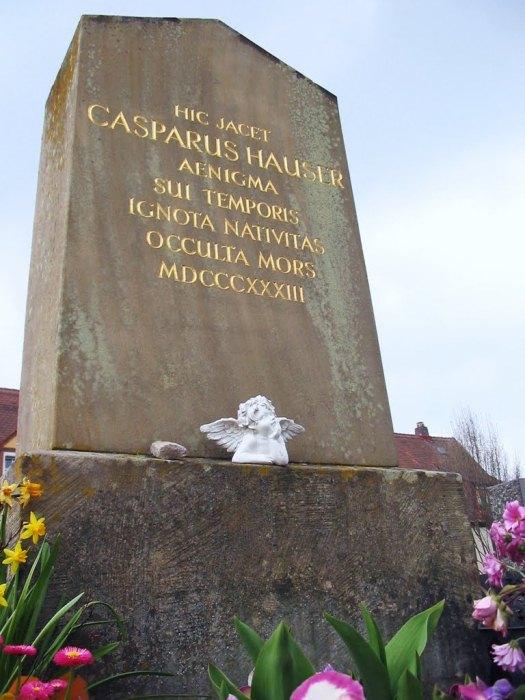 Стела на месте убийства Каспара Хаузера.