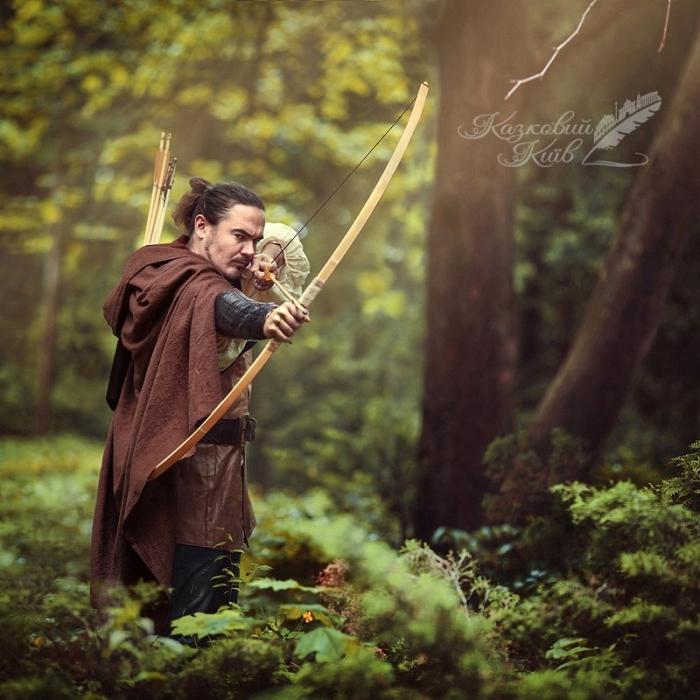 Сказочный Киев: певец Фагот в образе Робин Гуда