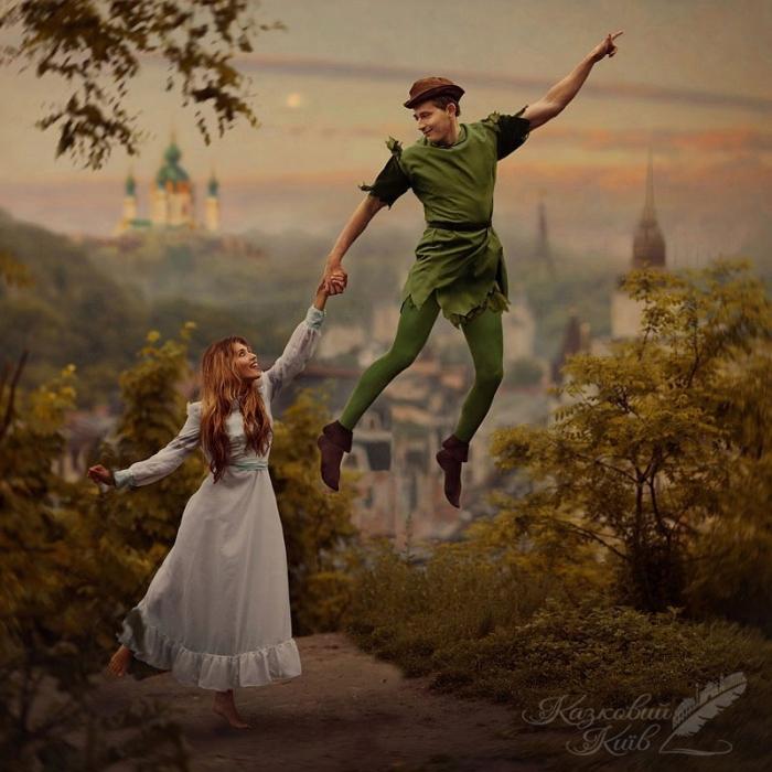 Сказочный Киев: Коля Серга и Регина Тодоренко в образе героев сказки о приключениях Питера Пена