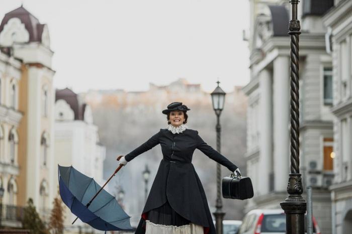 Сказочный Киев: телеведущая Даша Малахова в образе Мэри Поппинс