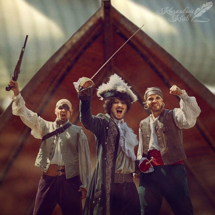 Сказочный Киев: участники группы Авиатор в образах пиратов из сказки о Питере Пене