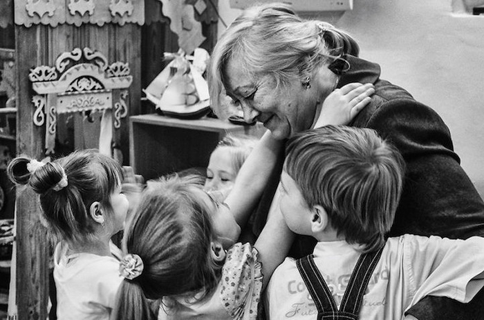 Валентина, 64 года, г. Нерехта, учительница. Ей нравится обучать русскому искусству, любит музыку, живопись, вязание. Мечтает побывать в Париже