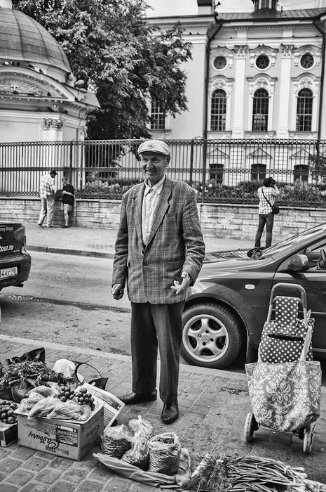 Виктор, 72 года, г. Кировск, водитель. Хочет, чтобы его жизнь стала интереснее, у него появилось больше денег и возможность поехать на Черное море. Мечтает о нормальном прилавке для торговли