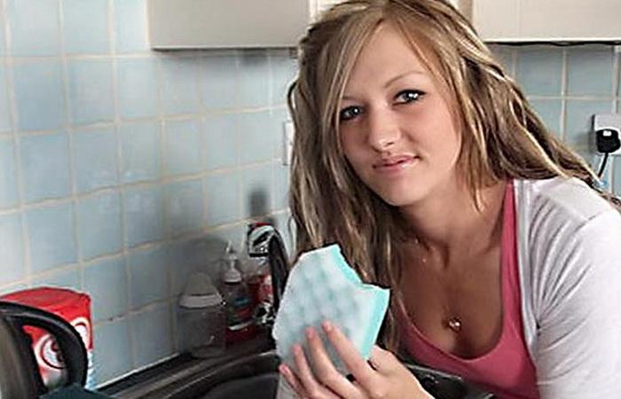 Керри Требилкок питается губками для мытья посуды и мылом