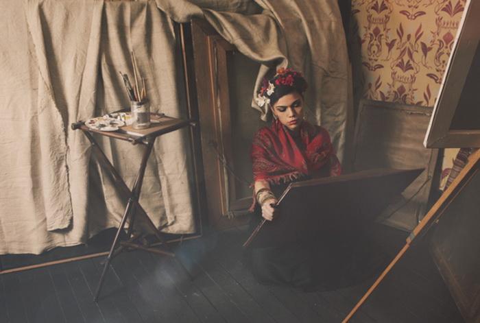 Фотограф Кирилл Станоев воссоздал в современный образ Фриды Кало
