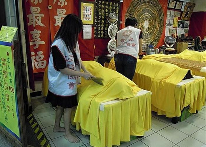 Китайский массаж с использованием ножей - особый способ терапии