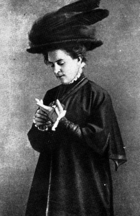 Ольга Книппер в спектакле Три сестры по пьесе А.Чехова
