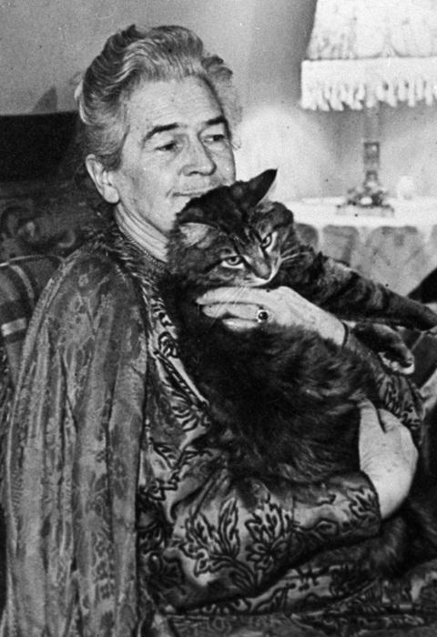 Фото Ольги Книппер с котом