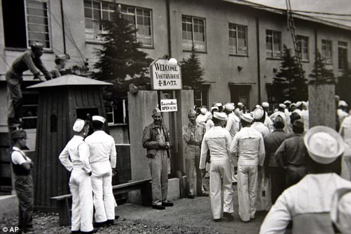 Одна из комфортных станций, куда прибыли американские солдаты.