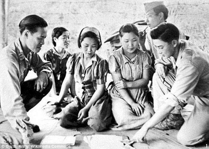 Освобожденные женщины. Мьянма, 1944 год.