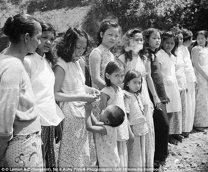 Комфортные женщины после освобождения. Андаманские острова, 1945 год.