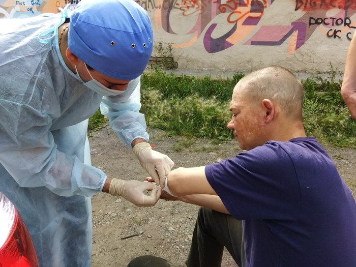 Долг каждого врача - помогать людям.