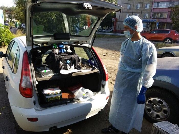 Евгений Косовских приезжает к теплотрассе со всеми инструментами на собственной машине.