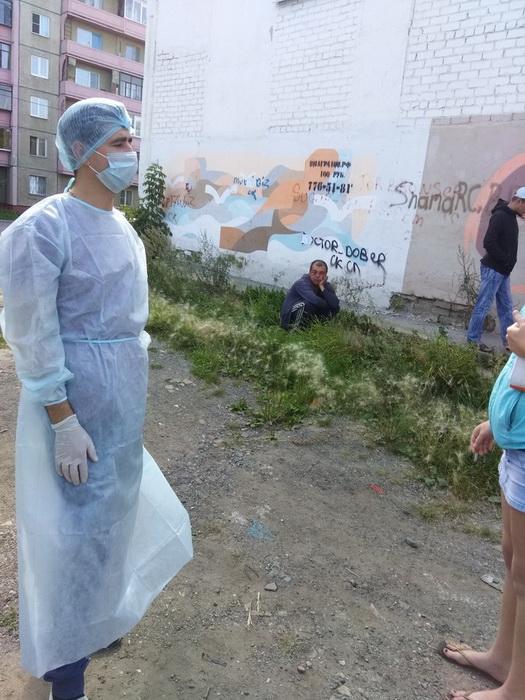 Евгений Косовских принимает пациентов.