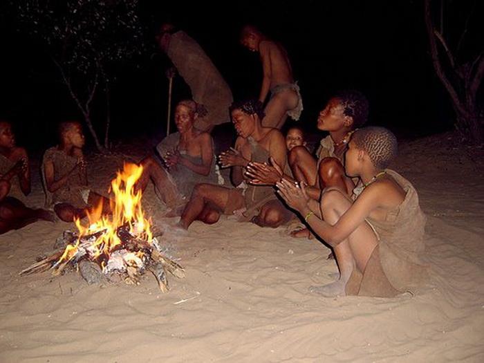 Во время ритуальных танцев многие бушмены впадают в состояние транса