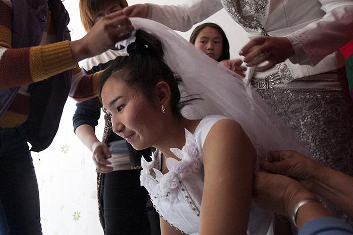 Подготовка невесты к свадьбе.