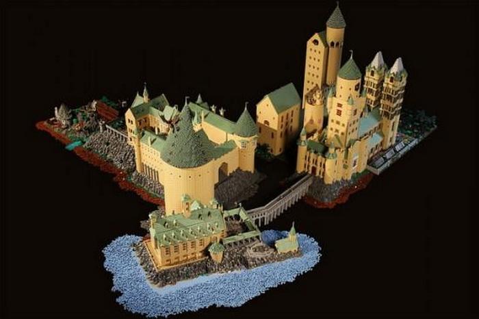 Хогвартс, построенный из 400 000 деталей LEGO