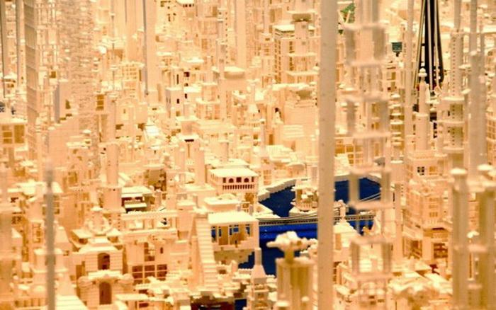 Для создания страны будущего потребовалось 1,8 млн. кубиков Lego