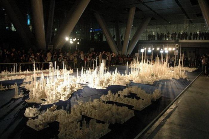 Над созданием инсталляции из кубиков Lego трудилось 5000 детей