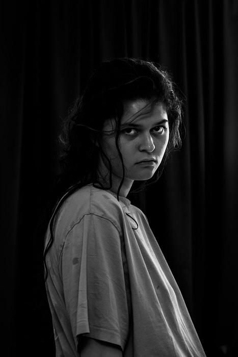 Автопортреты девушки, которая хотела покончить жизнь самоубийством