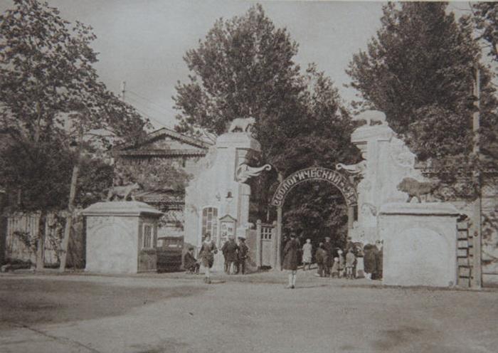 Вход в Ленинградский зоосад