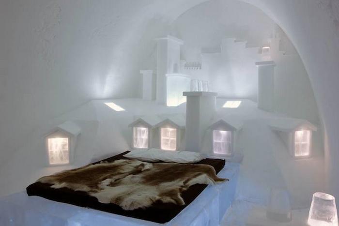 Парижская комната в швейцарском ледовом отеле Icehotel