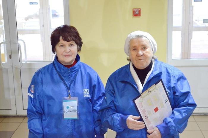 Лидия Волкова с подругой-волонтером. Фото: sport24.ru