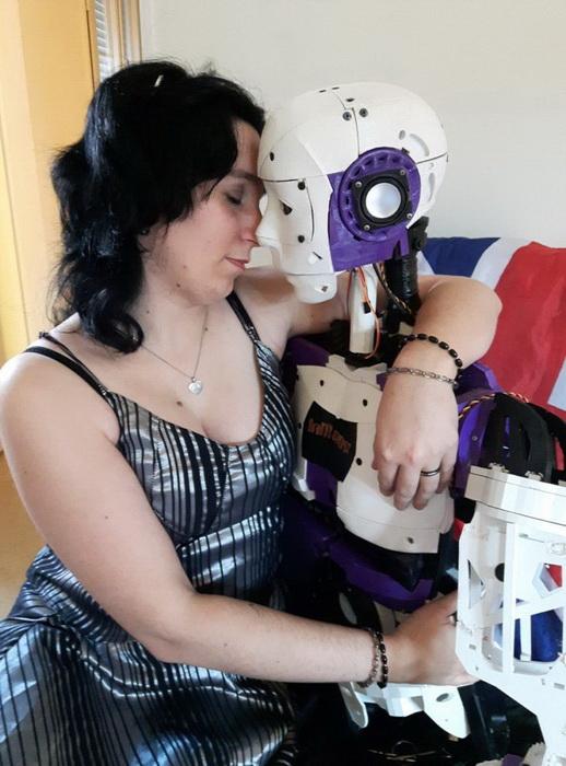 Роботы и люди - высокотехнологичные отношения