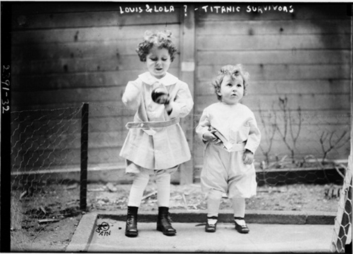 Луис и Лола - дети, спасенные после кораблекрушения.