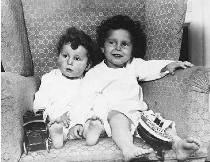 Фотография детей, которые разыскивали своих родителей после кораблекрушения.