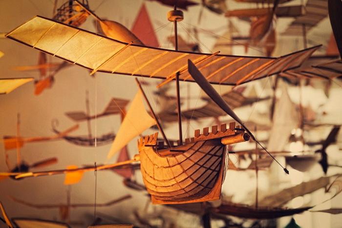 Модели сделаны из тончайшей бумаги и древесины бальса