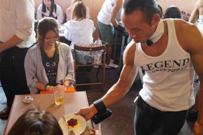 Кафе в Токио, где все официанты - настоящие мачо
