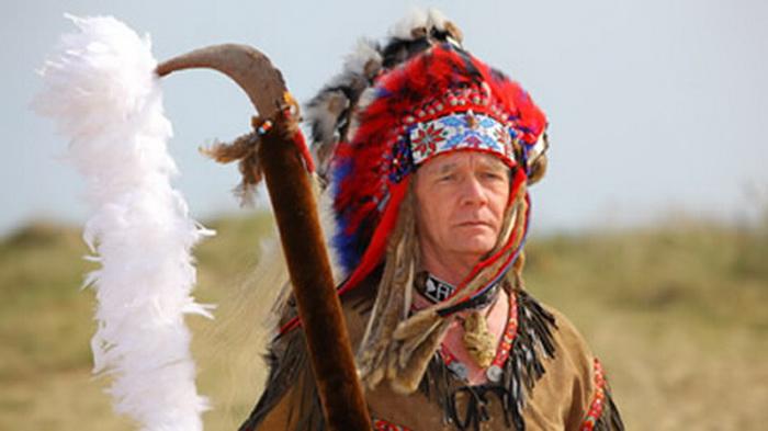 Для *уэльского апачи* Мангаса Коларадаса национальный костюм - не прихоть, а призвание