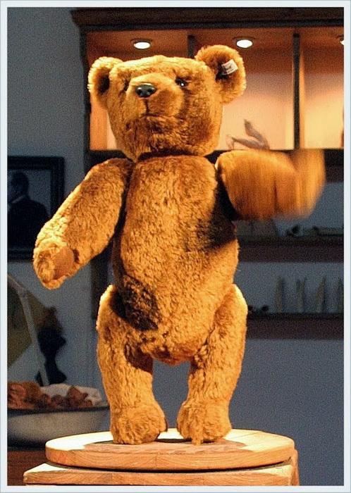 Легендарный плюшевый медведь из музея «Steiff»