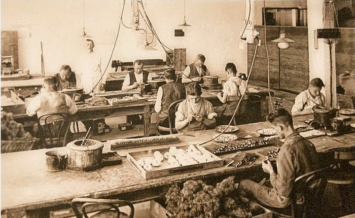 Над созданием медведей трудилось порядка 400 мастеров