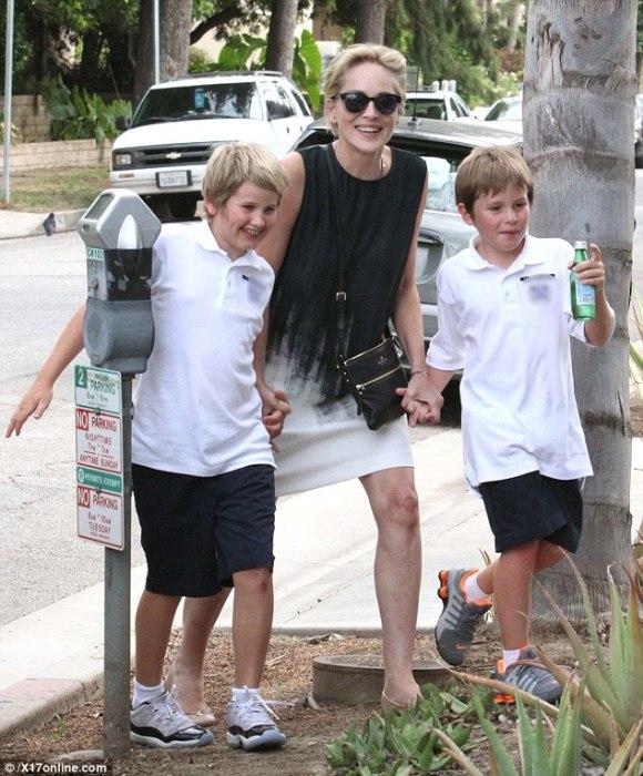 Шэрон Стоун с сыновьями. Фото: Tatler.ru