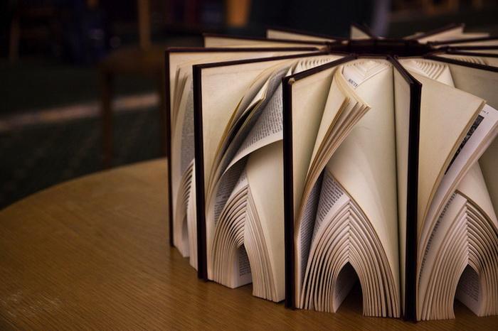 Инсталляция из книг от Math Monahan