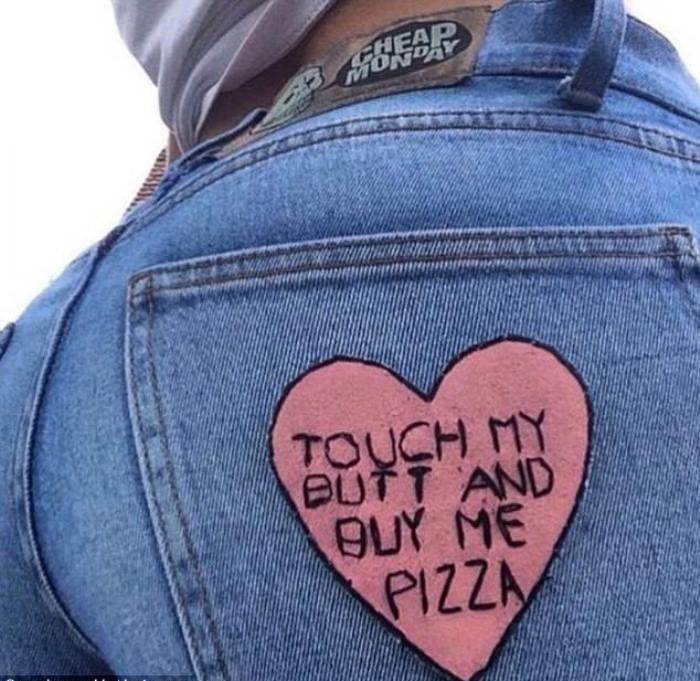 Дотронься до моей задницы и купи мне пиццу. Меган без стеснения публиковала даже такие шутки.