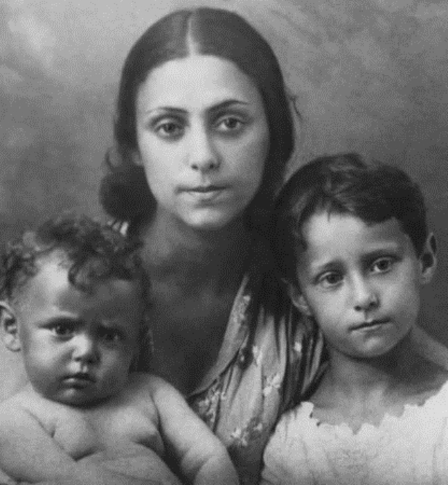 Рахель Мессерер с дочерью Майей (слева). Фото: veneportaal.ee.
