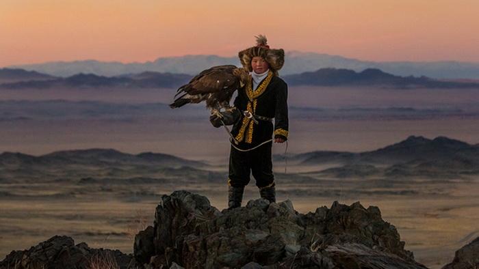 Орлиная охота - традиционное занятие казахов, проживающих в Монголии