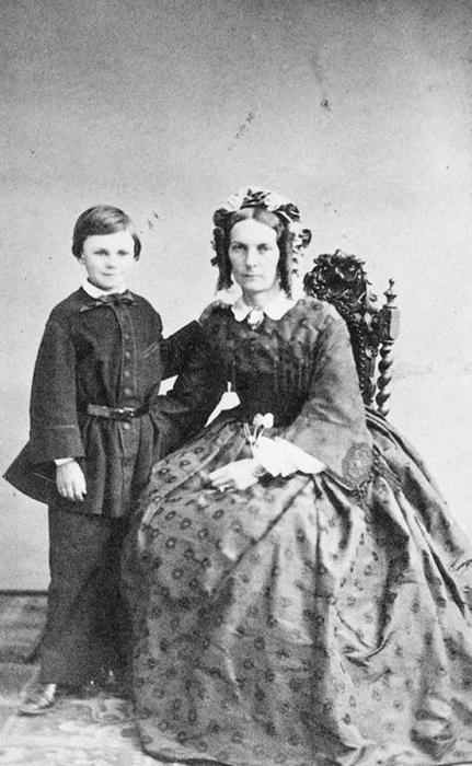 Ги де Мопассан с матерью