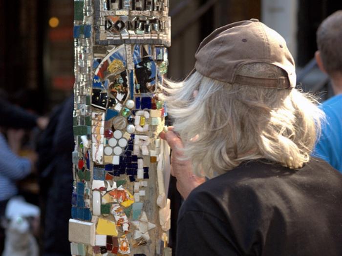 Удивительные мозаики Джима Пауэра на столбах в  East Village