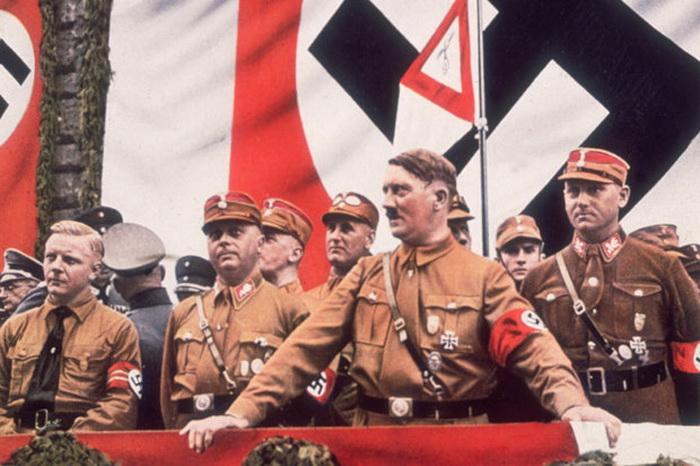 Принято считать, что Адольф Гитлер покончил с собой, когда войска Красной армии штурмовали Третий рейх.