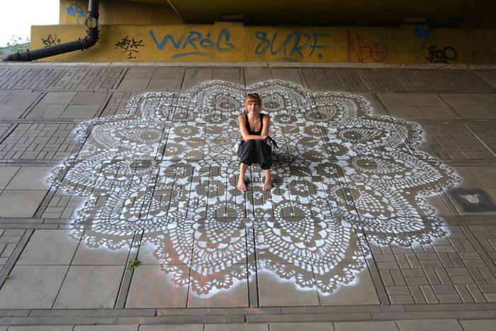 Кружевной стрит-арт от польской художницы