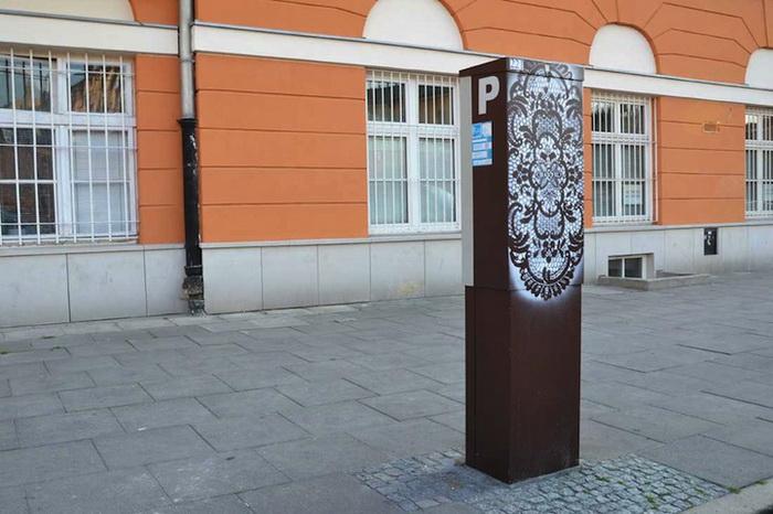 Кружевные рисунки на уличных столбах. Творчество NeSpoon