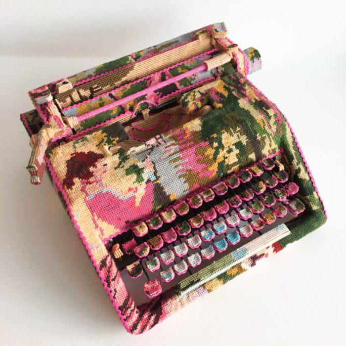 Печатная машинка в стиле поп-арт.