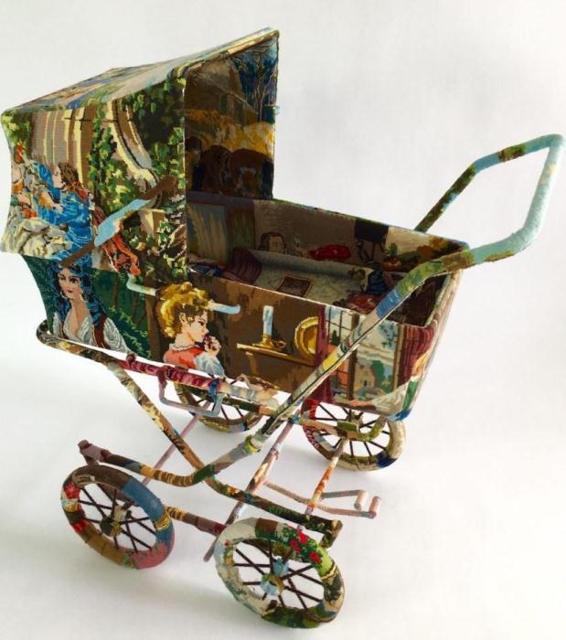 Детская коляска в стиле поп-арт.