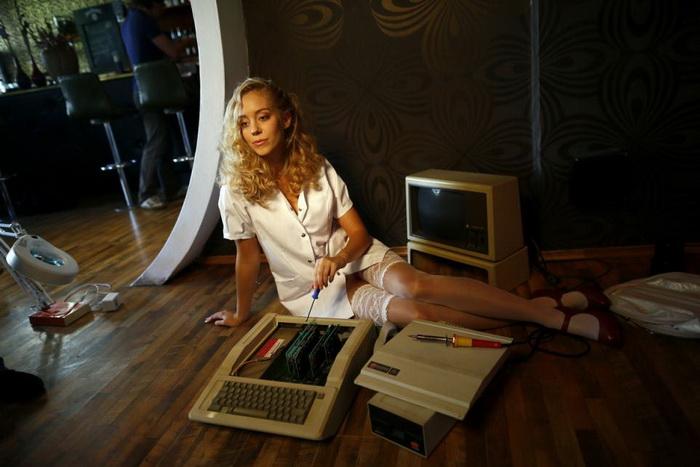Nerd Dreams Calendar: календарь на 2013 год для любителей компьютерных игр и красивых девушек